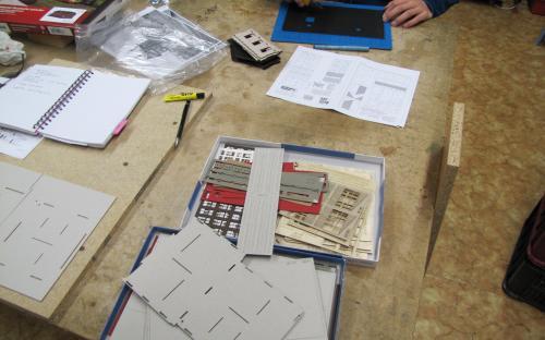 Vyřezávání dílů z rámečků stavebnice