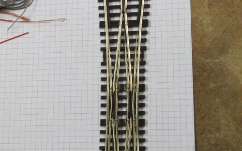 P2908 - Křižovatková výhybka s osmi připájenými propojemi (A.T.)