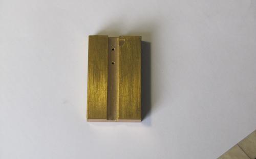 Vyfrézovaná příložka pro vrtání děr na stojiny zábradlí