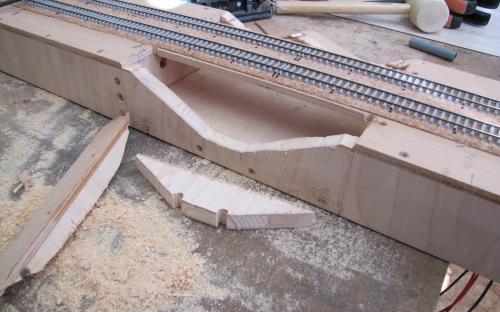 Výřez pod budoucím propustkem s horní strany traťového dílu