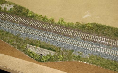 Jeden z hotových zazeleněných a zakřovených traťových dílů